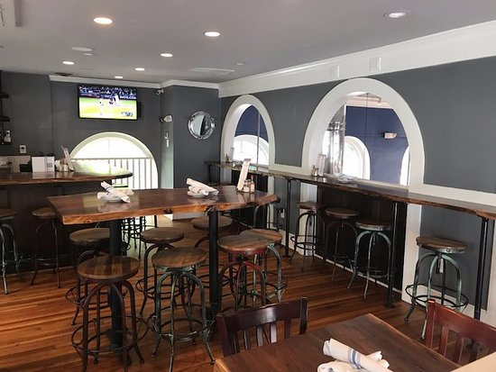 King Street Oyster Bar Middleburg : upstairs