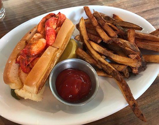 King Street Oyster Bar Middleburg : lobster roll