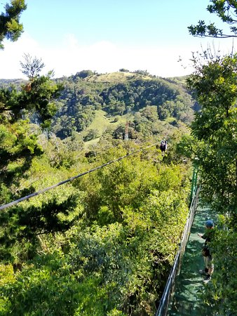 Monteverde Extremo Park: zipline over the valley