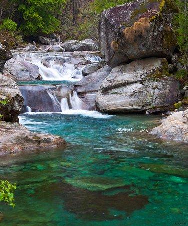 Hotel Pizzo Vogorno: Fluss / River - Valle Verzasca