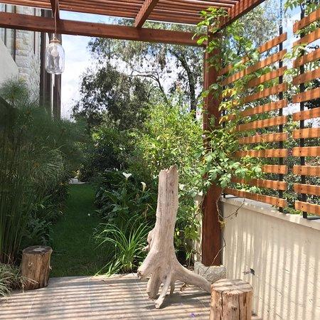 Ilalo Garden Hotel & Restaurant: Hotel Interior & exterior