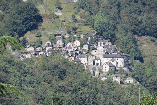 Hotel Pizzo Vogorno: Valle Verzasca - Corippo