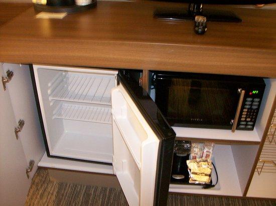 Hampton Inn Hanover: Room 302. The Mini Refrigerator, Mini Microwave, and Coffee Maker.