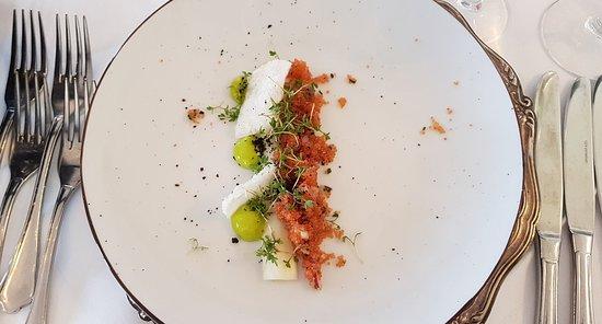 Slukefter Kro: 1/2 grillet grøn asparges og stenbiderrogn