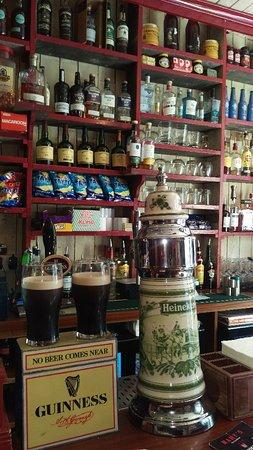 Mary's Bar & Hardware Shop照片