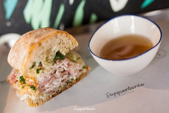Supperlardo: wood-fired porchetta with bouillon