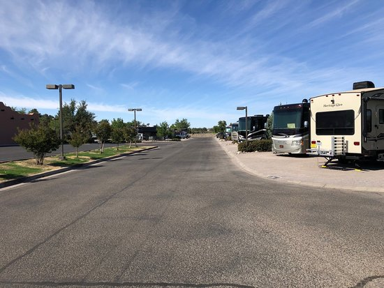 Hacienda RV Resort: Entry roads