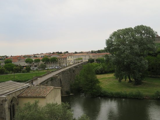 Hôtel Les Trois Couronnes: The bridge into Old Town, view from our room