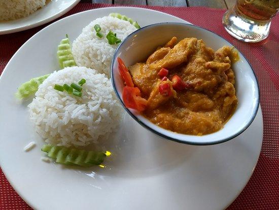 Lilypop Restaurant: Amazing Chicken Amok