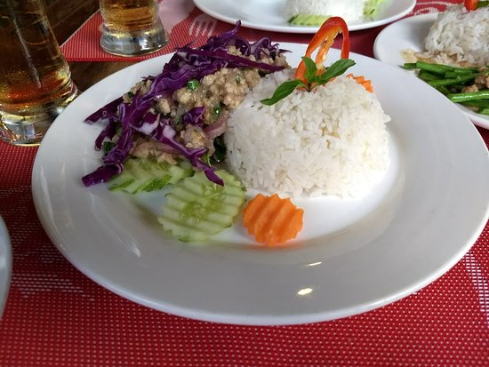 Lilypop Restaurant: Larb, perfect blend of spicey and herbacious