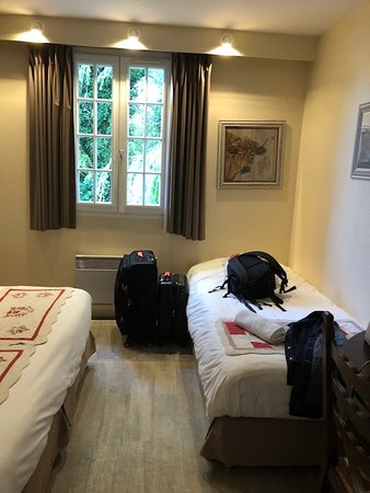 Chaufour-les-Bonnieres, France: Twin Bed