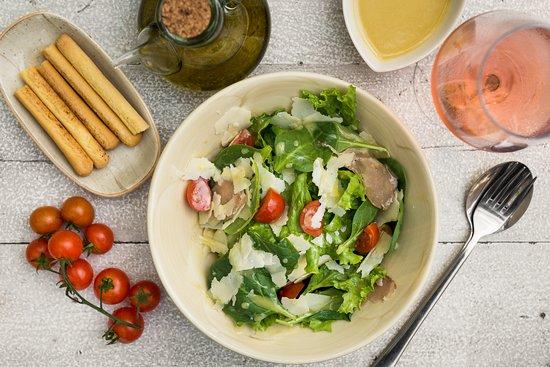 Avli: Pandesia salad