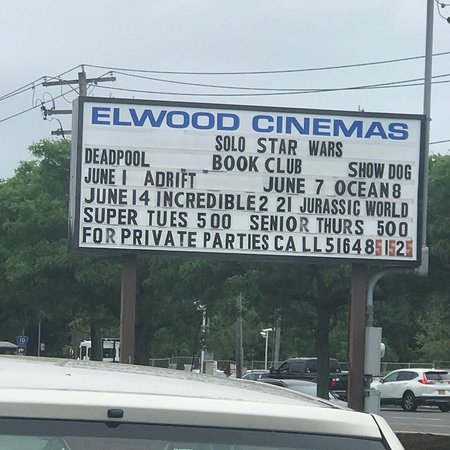 East Northport, NY: Elwood Cinemas