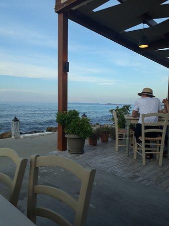 Το καλυτερο εστιατοριο πανω στο κυμα!!!