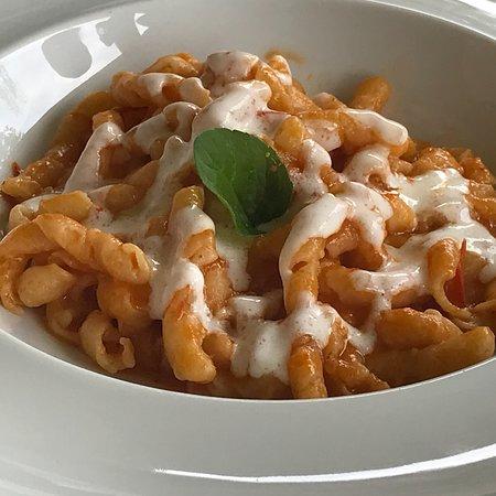 Cavaglia, Italia: Piatti e locale