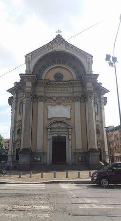 Chiesa Parrocchiale di Sant'Alfonso de' Liguori : Esterno chiesa