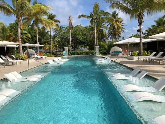 Serenity at Coconut Bay: Fantastic pool and never crowded
