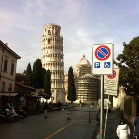 比萨斜塔照片