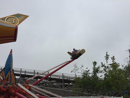 Dreamland Margate : Noisy Rocket go round thing