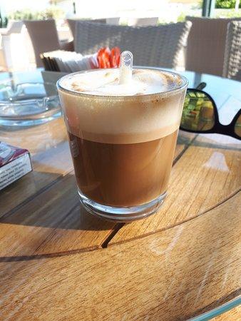 lekker een cortado ... espresso machiato in het glas .