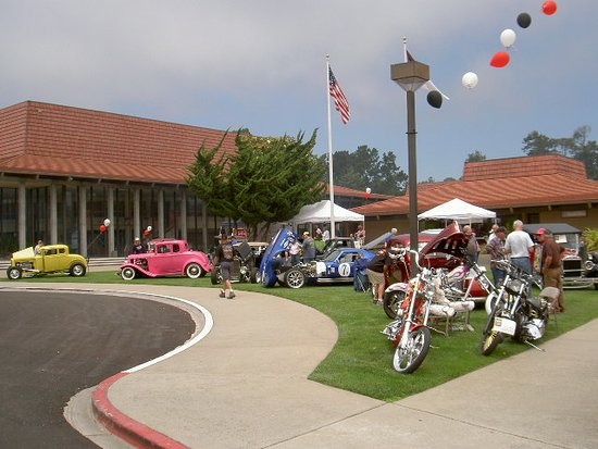 Aptos, CA: Annual car show brings in the community.