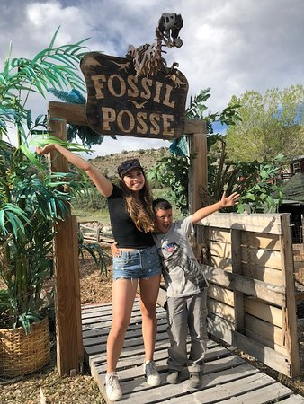 Fossil Posse Adventures : Entering Fossil Posse