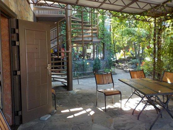 Tourist Base Neftyanik: Вход в общую кухню