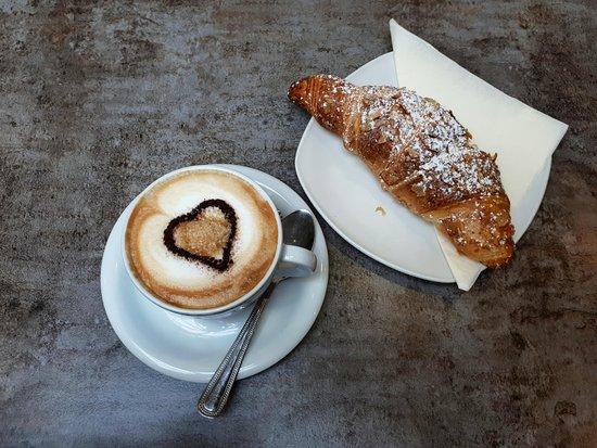 Bottega Dei Sapori: Croissant and Cappuccino