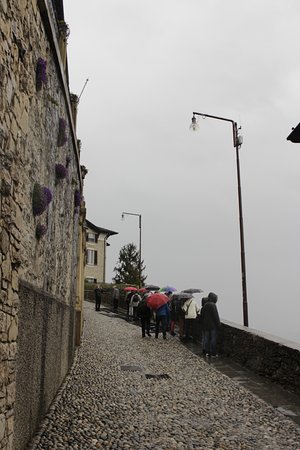 Funicolare Bergamo Alta : Arriving at the higher point of the Citta Alta.