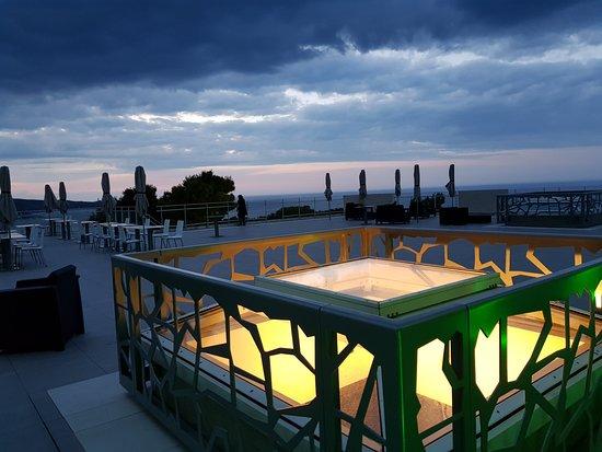Cote Thalasso Banyuls sur Mer: Terraza del hotel.