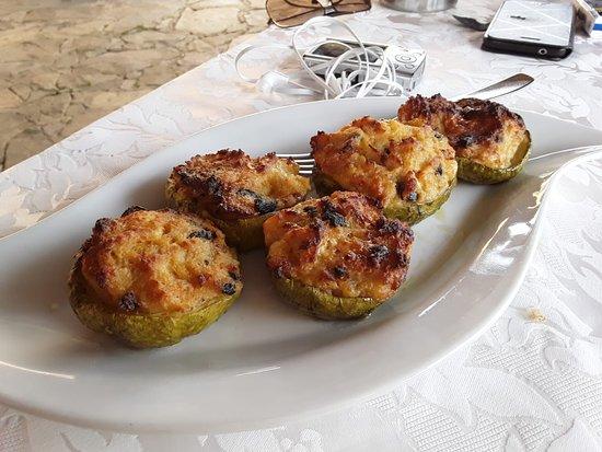 Castelnuovo Cilento, Italy: zucchine ripiene
