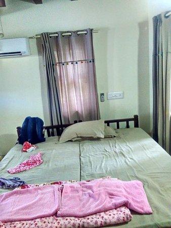 Kavvayi Beach House: Basic but comfortable room!