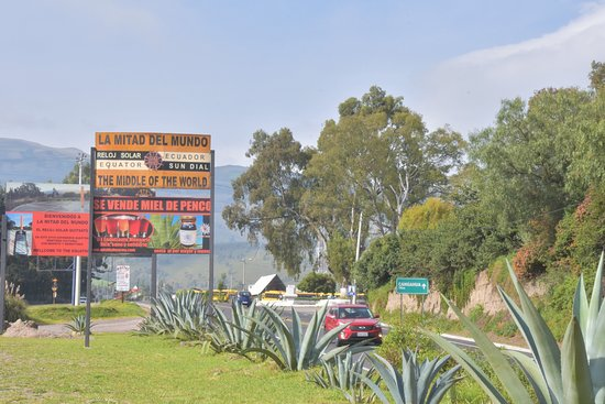 Ecosportour: Road to Otavalo, located in the middle of the World in Cayambe.
