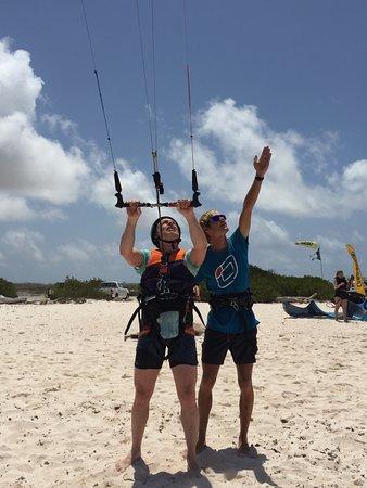 instructor Bonaire Kiteschool explains how to walk back with a kite