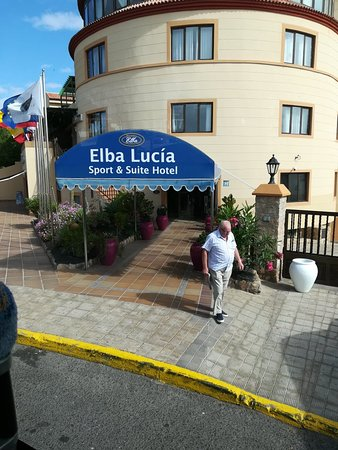 Elba Lucia Sport & Suite Hotel: A fabulous hotel with stunning views from the sports side. Excellent friendly staff who make the