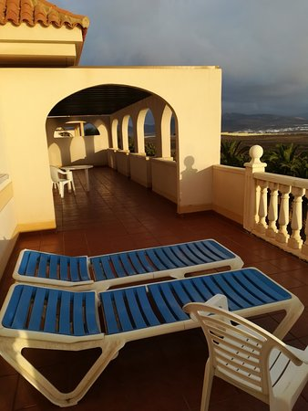 Elba Lucia Sport & Suite Hotel: Room 307 sport side, recommended. A view over to the airport, great for watching planes land and