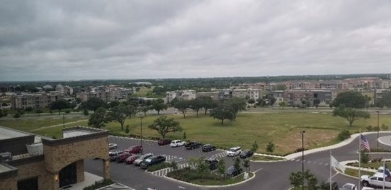 Embassy Suites by Hilton San Antonio Brooks Hotel & Spa: The view from the 6th floor.