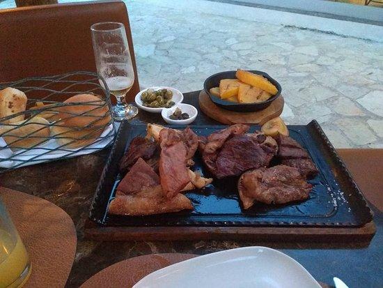 Grand Palladium Bavaro Suites Resort & Spa: La Paisana - Argentino