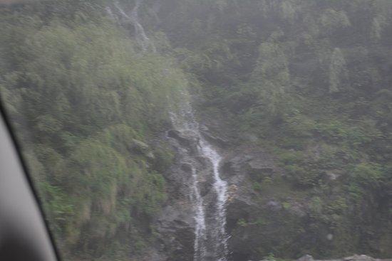 Rimbi Waterfalls照片