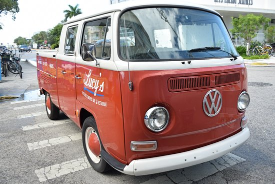 Lucy's Retired Surfers Bar & Restaurant: VW van
