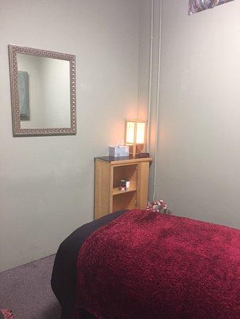 Pasadena, CA: Clean soothing rooms.