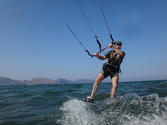 Kitesurfing Club Mallorca: kitesurfing lessons Mallorca waterstart with Bart and Jonay kite course in June