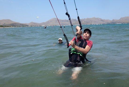 Kitesurfing Club Mallorca: cours de kitesurf à Majorque avec Patrick Alcudia en juin
