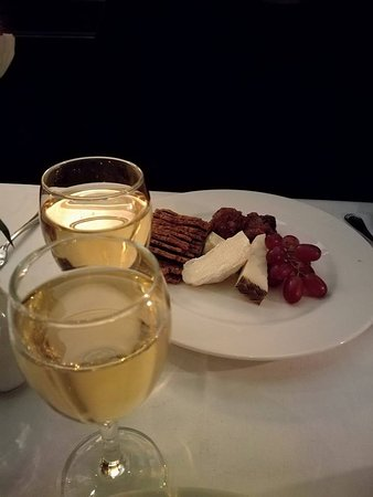 Roly's Bistro : Cheese board and dessert wine