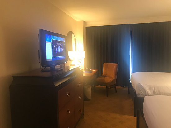 Gaylord National Resort & Convention Center: Television and work station
