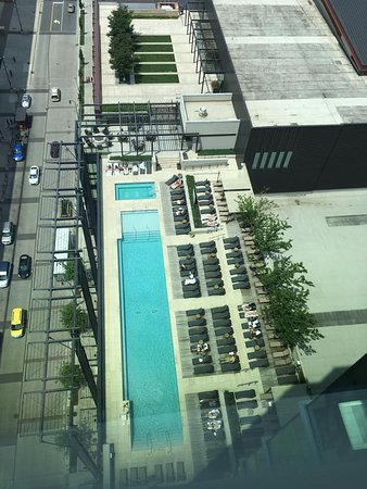 Omni Nashville Hotel : View of pool from 11th floor! WHERE IS EVERYONE?!!?