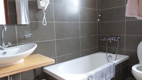 Elounda Island Villas: Salle de bains du V6