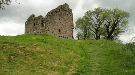 Greenhead, UK: Castle on mound