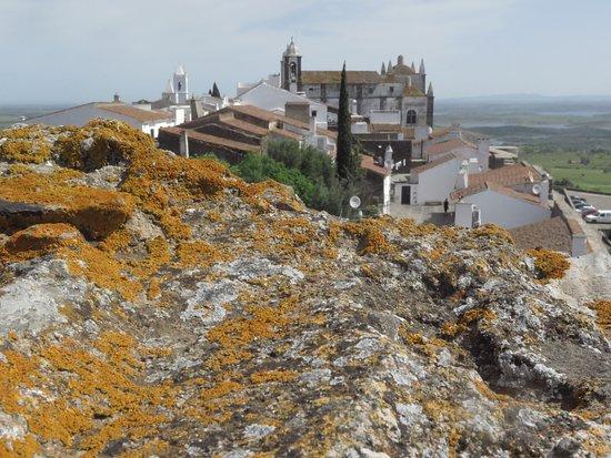 Monsaraz Castle and Walls: lindo demais, vista na torre da praça de touros.