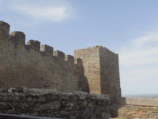 Monsaraz Castle and Walls: muralhas